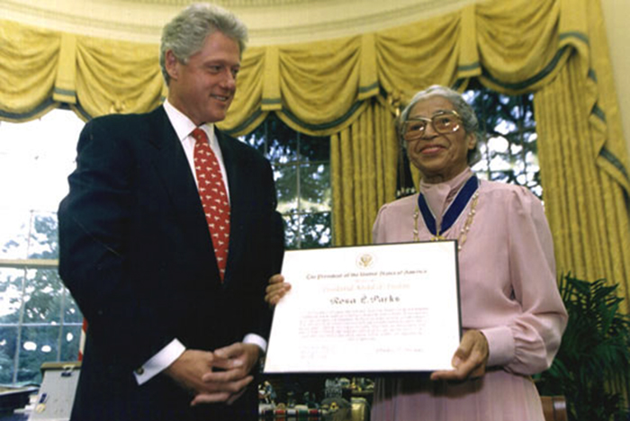 Rosa Parks receive an award from Bill Clinton. Courtesy of the Clinton Library. Source: Wikimedia Commons